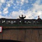 Saludando en cada puente