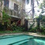 Giardino bordo piscina