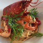 Fricassée de homard à l'estragon aux linguines fraîches, sauce homardine