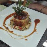 selle d'agneau rôtie croustillante, risotto de courgettes aux citrons confits et olives noires