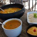 Moqueca de camarão, pirão, farofa e arroz