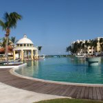 Main pool and swim up bar.