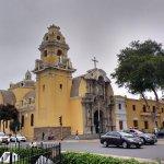 Iglesia cercana al puente, en Barranco
