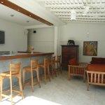 ROCKSIDE RESTAURANT, Bar with Smart TV