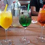 Cocktails Mango, Waldmeister, Aperol