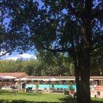Blick auf Pool und Restaurant