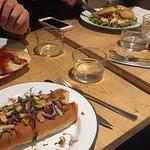 un hot dog asie chui cho+ un hot dog davinci dog + un hot dog enfant + un bagel she can = 22 eur