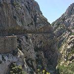De weg met de kloof (richting zuiden)