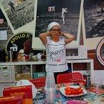 Photo de Sevilla Kitsch Hostel Art