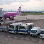 宮崎空港の構内で憩う宮崎交通のバス