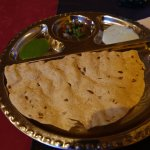 Naan appetiser with several accompaniments