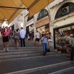 Rialto : escalier centrale entre les boutiques