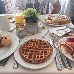 El desayuno, lo único excepcional de este hotel!