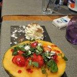 Le dessert léger s'il en est: melon, fraises et basilic.  Et avant une truite saumonée parfaitem