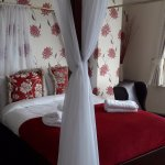 Room 5 four poster