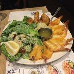 Assiette de crevettes et souvlaki
