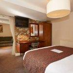 Photo de The Cross Hands Hotel