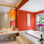Villa Sun - Master bedroom with Spa Bath