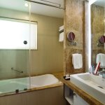 PREMIUM ROOM BATH ROOM