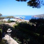 Jardin, terraza, piscina y vista general. Expléndida.