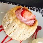 #Délicieux  très bonne cette mini charlotte au fraise :) 🍰🍓