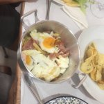 Huevos rotos, francesinha, bife ze manel, bacalao