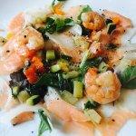 Köstliches gegrilltes Antipastigemüse, Frisches Fischcapaccio mit Scampi, zarte Lamm Filet Spitz