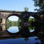 Vue d'un pont sur la route