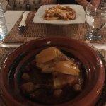Magnífico el tallin de pollo al limón... muy recomendable. Ambiente agradable, vistas inmejorabl