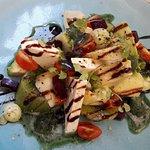 salade du chef (féta, kiwi, tomate, betterave... et surtout glace basilic)
