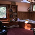 Photo de Romantic Riversong Bed and Breakfast Inn