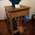 Máquina peladora de avellanas y almendras utilizada entre 1900 y 1925.