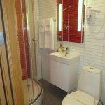 Room 440 Mini-Bathroom