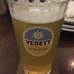 Não sei o que é melhor: a cerveja ou o copo!