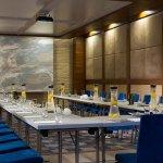 Efe Meeting Room – U-Shape Setup
