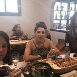Elegimos menú y barco sushi. El sake bomb no hubo manera de acabarlo,jeje.