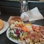 That's the BIG salad wich costs only 8€50! A meal on its own ;)