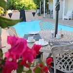 Breakfast outdoors at Paradiso Guesthouse