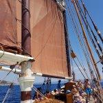 Här är vi ombord och har precis hissat segel.