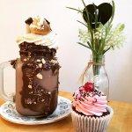 Geordie-eclair shake and a cupcake