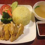 hainanese chicken with coconut rice with soup