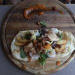 Entrée menu bûcheron : « Comme une pissaladière », mais… aux copeaux de foie gras et scampis poê