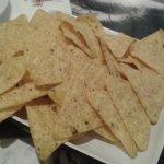 nachos literalmente de la bolsa al plato