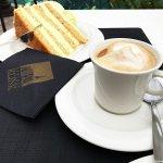 Lecker´ Kaffeetrinken auf der Terrasse