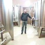 Interior de la Bodega - Tanques de acero inoxidable donde se procesa el vino.