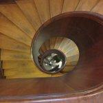 Den runda trappan upp till andra våningen.