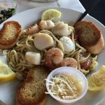 Shrimp/scallops fettucine