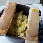Oeufs brouillés mouillettes foie gras