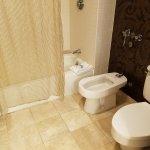 Corner Room bathroom, other side