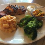 Grilled salmon with broccoli and mashed potato